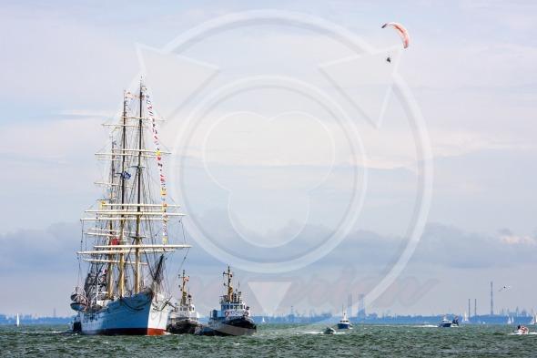 Sailing frigate 'Dar Pomorza' returns to port