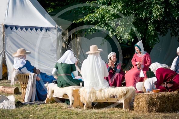 Medieval women in the camp