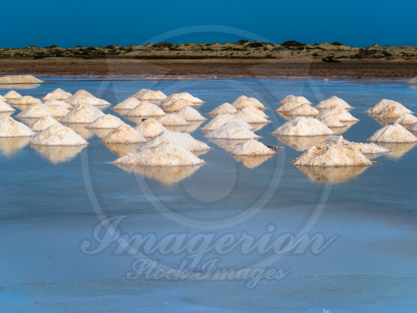 Salt mounds, gathering by evaporation