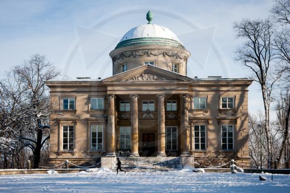 Neoclassical palace in Warsaw – Krolikarnia