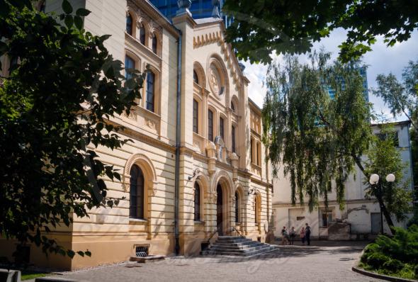 Nozyk Synagogue, Jewish Commune